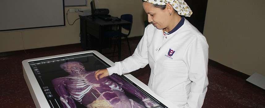 La von Humboldt fortalece sus programas de Ciencias de la Salud con tecnología de punta